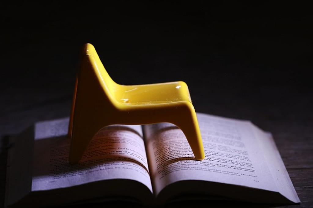 قائمة كتب تتكون من أجزاء صغيرة