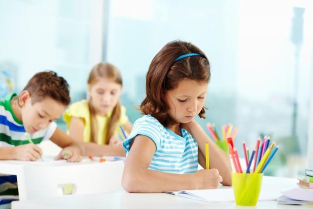 الاطفال مكانهم المدرسة وليس العمل