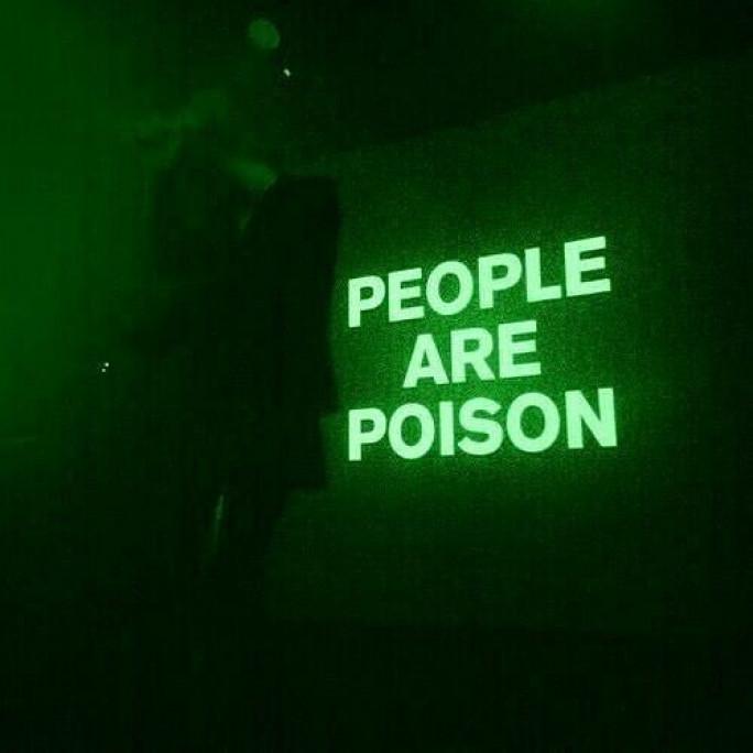 I hate typical people ـ أكره الناس العاديين
