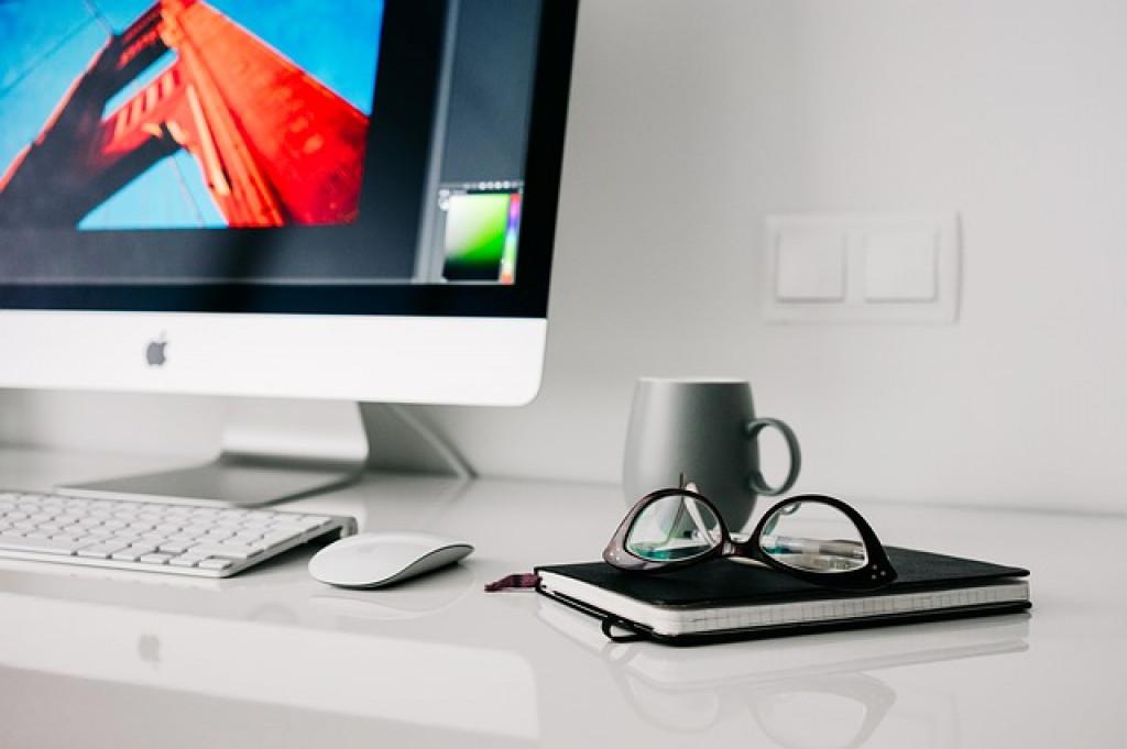 عودة الحواسيب المكتبية؛ هل هي الحلّ لإدمان الأجهزة المحمولة؟